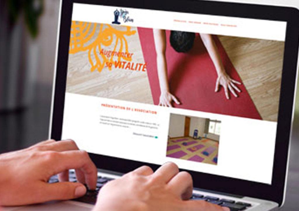 Mockup site internet cours de yoga - Julie Landais, création d'identité visuelle et site internet